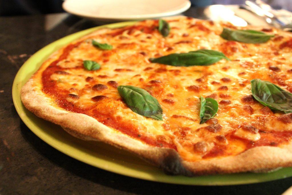 Albero-di-lemone - Main: Margheritta 'the classic mozzarella, tomato e basil pizza'.