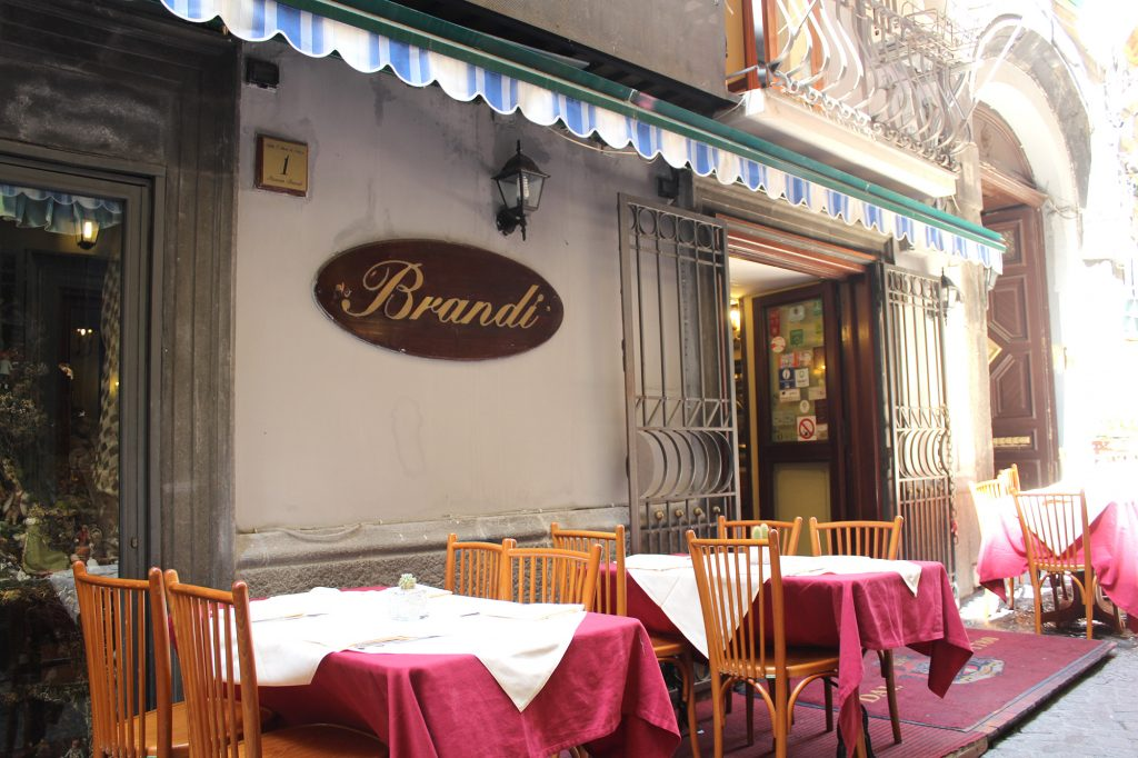Pizzeria Brandi - entrance.