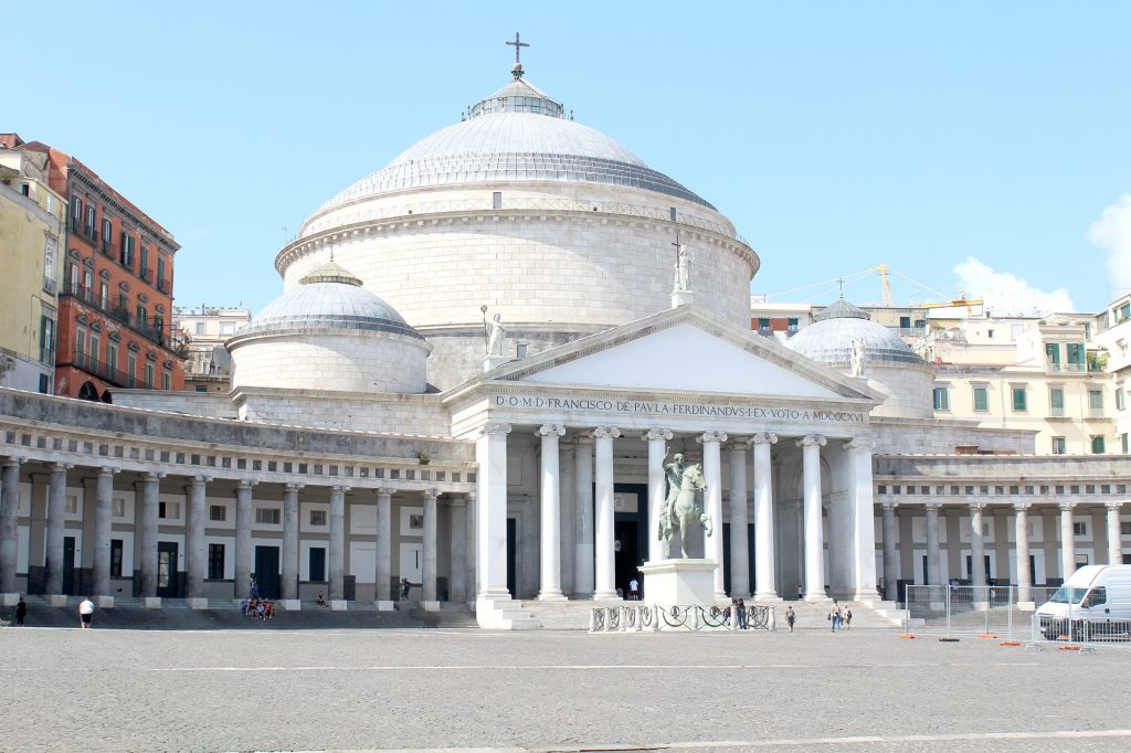 Basilica Reale Pontificia San Francesco da Paola & Piazza del Plebiscito.