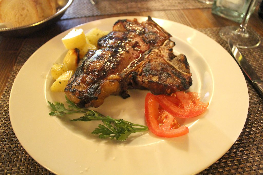 Bistecca alla fiorentina for one person (~500gr.), with potatoes e tomatoes.